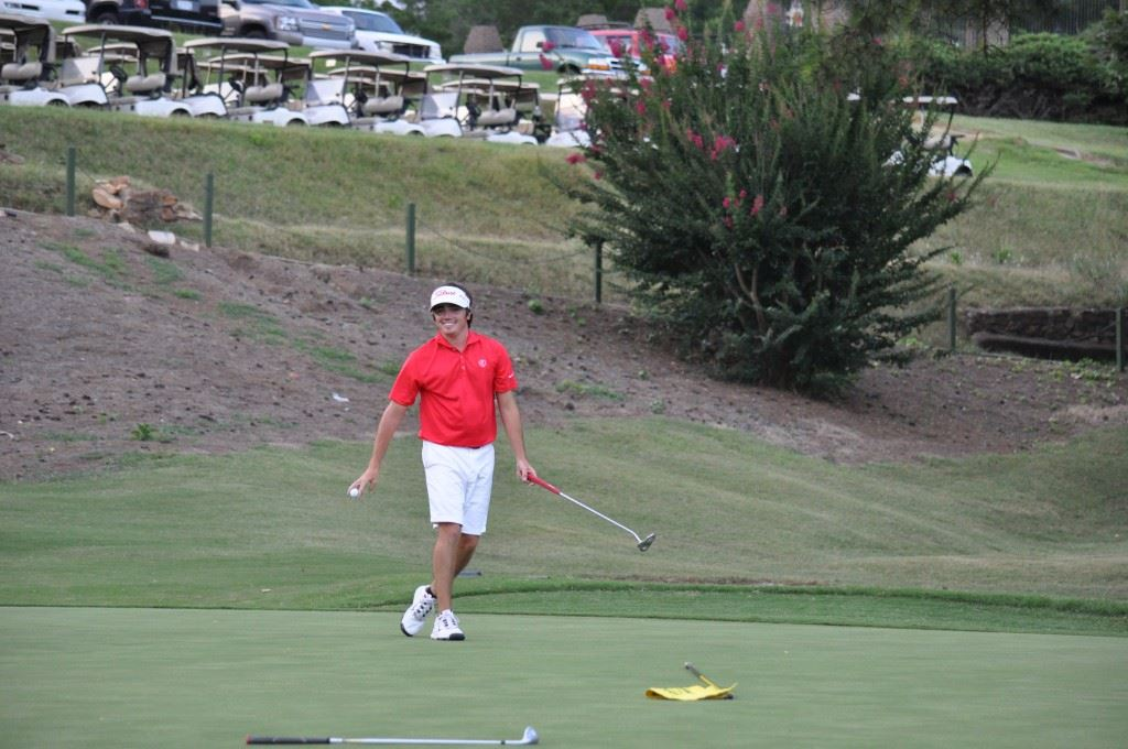 Ryan Howard is all smiles after pulling his playoff-winning birdie putt out of the hole at the end of last year's Sunny King Charity Classic.