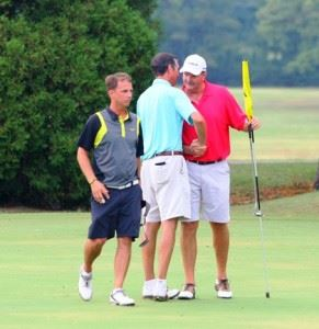Jeremy McGatha (L) and Cypress Hathorn (C) offer their congratulations to Calhoun County champion Gary Wigington at the end of their round. McGatha finished second and Hathorn was third. All photos by Greg McWilliams.)
