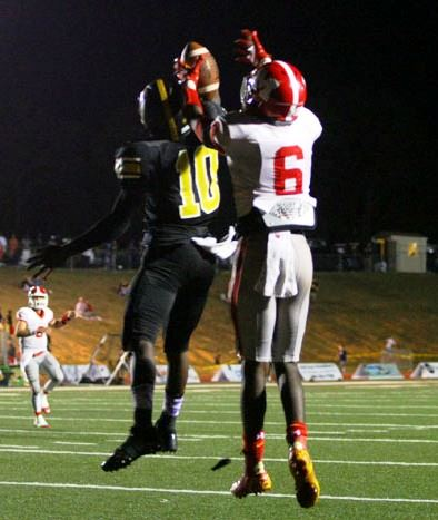 Munford receiver C.J. Chapman (6) battles Lincoln's Zavian Caldwell for a pass. Chapman caught two touchdown passes Friday night. (Photo by Greg McWilliams)