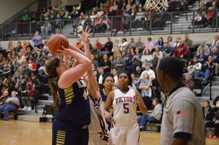 Lindsay Lane's Cally Glass goes strong to the basket. (Photo by PrimeTimePrepz)