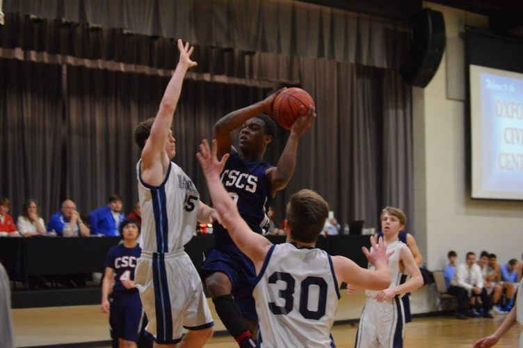 Conecuh Springs senior Khalil Perry (0) drives the lane between two Mountain View defenders. (Photo by PrimeTimePrepz)