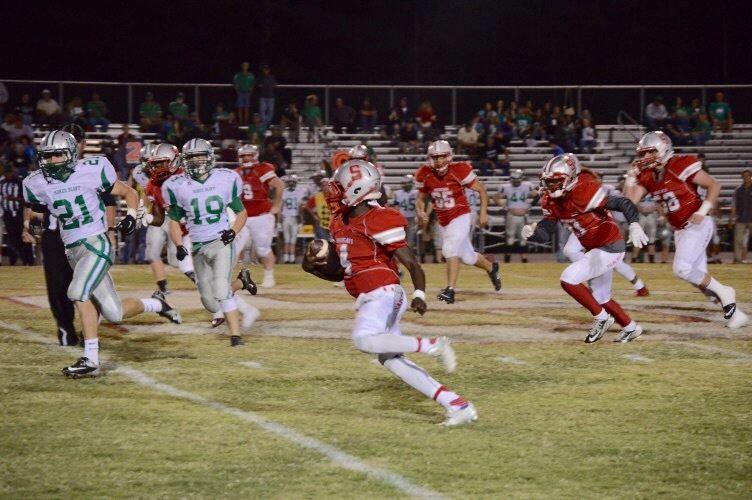 Saks quarterback Quin Smith breaks off a big gain.