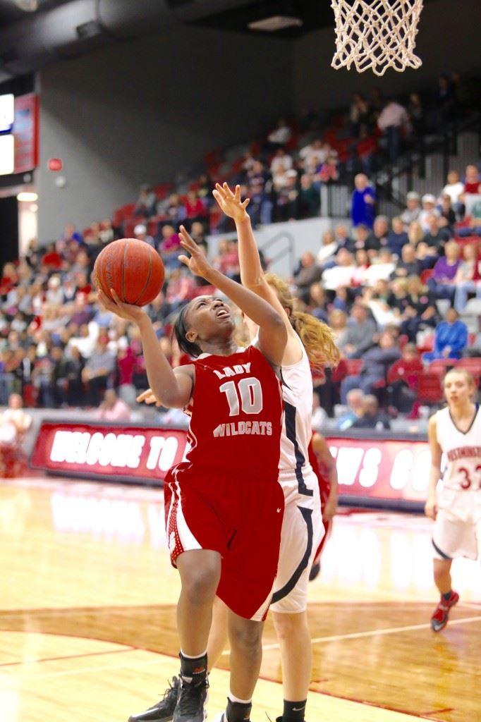 Jordan Briskey focuses on the basket as she drives against Westminster Christian. (Photo by Kristen Stringer/Krisp Pics Photography)