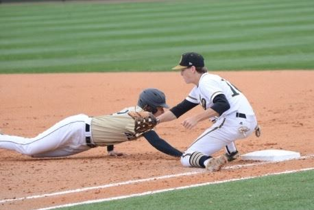 Oxford first baseman Brennan McCullough (10) tries to keep Pell City's Chase Robinson close in the ninth inning of Thursday's opener. (Photo by B.J. Franklin/GungHo Photos)