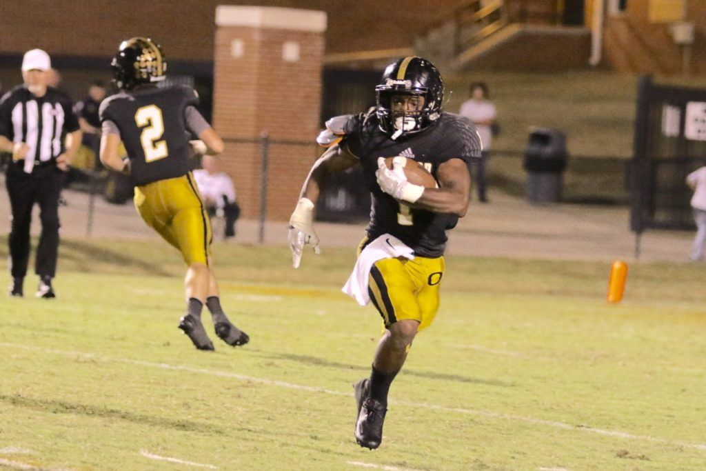 Tyetus Smith-Lindsey had another big game for the Yellow Jackets, rushing for 260 yards on 41 of the team's 47 rushing attempts. He's rushed for 539 yards and seven touchdowns on 78 carries the last two weeks. (Photo by Kristen Stringer/Krisp Pics Photography)