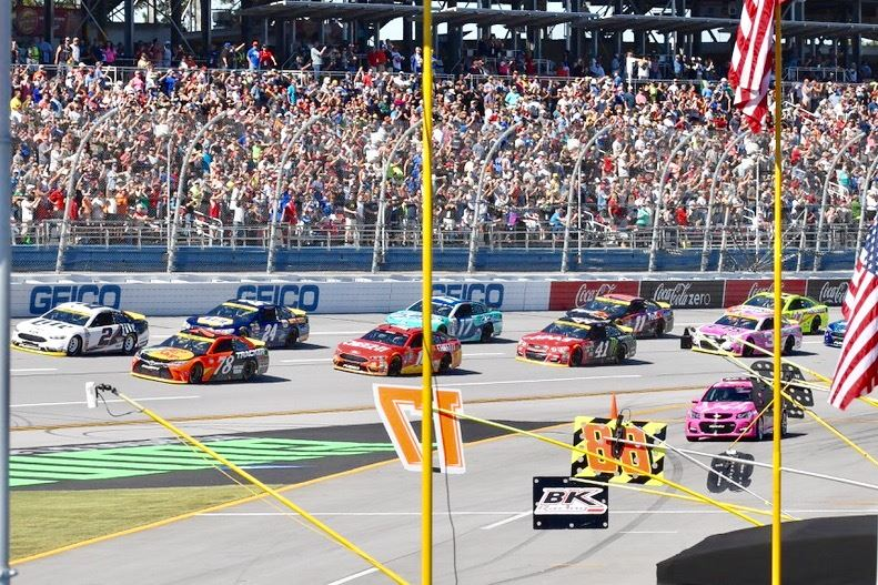 The field of Sunday's Hellmann's 500 thunders to the start of the race.