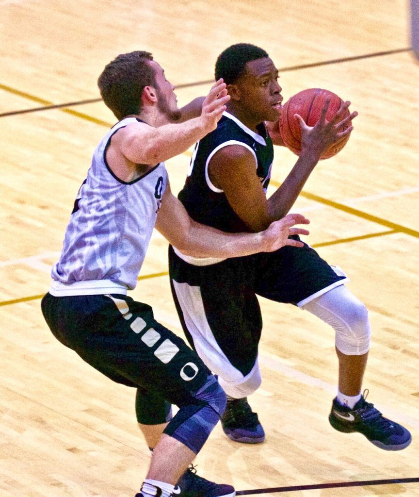 Sacred Heart's Kevion Nolan (R), a Samford commitment, tries to get past Oxford's Jerod Guthrie in a battle between two of the top guards in Calhoun County.
